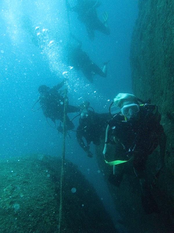 beriwala_diving_120316_0014_adj_wr